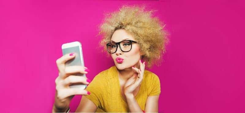 Scatto ad hoc le regole per ottenere un selfie in modo perfetto e sexy!